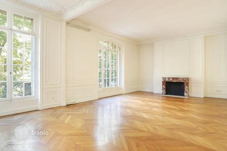 4 bedroom apartments for sale in 16th arrondissement of Paris. Apartment in Paris 16th district — Avenue Victor Hugo