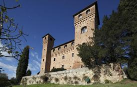 Chateaux for sale in Italy. Amazing Castle in Siena