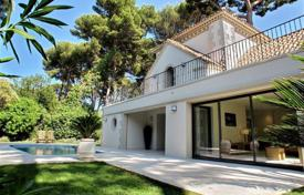 2 bedroom houses for sale in Côte d'Azur (French Riviera). Villa – Cap d'Antibes, Antibes, Côte d'Azur (French Riviera), France