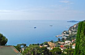Apartments for sale in Èze. RARE Amazing 2 bedroom apartment entirely renovated in Eze bord de Mer