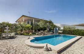 Houses with pools for sale in Majorca (Mallorca). Private villa with pool, large terrace and garden Pollensa, Mallorca, Spain