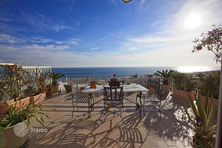 Apartments for sale in Sanremo. Magnificent penthouse with a large terrace and panoramic views of the sea a few steps from the beach in San Remo