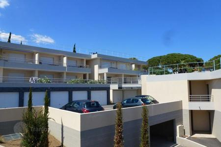 Cheap apartments with pools for sale in Côte d'Azur (French Riviera). Studio apartment in a luxury residence in a prestigious area in the Var department, the Gulf of Saint-Tropez