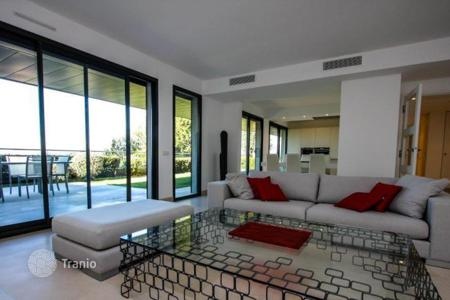 Apartments for rent with swimming pools in Provence - Alpes - Cote d'Azur. Elegant apartment in Villefranche sur-mer