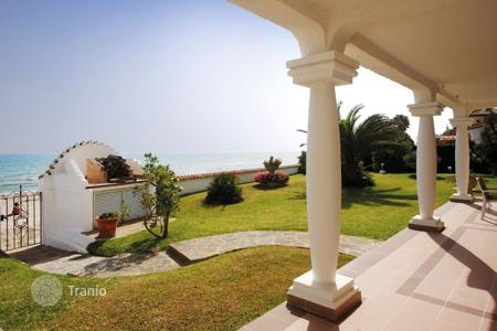Luxury 3 bedroom houses for sale in Costa del Sol. Frontline Beach Villa? Marbella Costabella