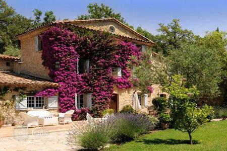 Luxury 6 bedroom houses for sale in Grasse. Provencal style villa