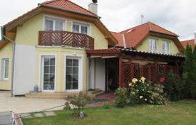 Residential for sale in Central Bohemia. Townhome – Hostivice, Central Bohemia, Czech Republic