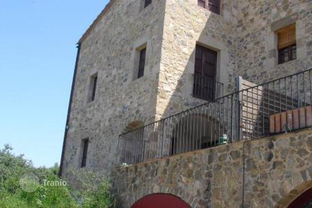 Bank repossessions houses in Catalonia. Comfortable house with a balcony, Girona, Spain