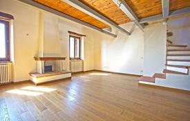 Cheap property for sale in Umbria. Luxury apartment for sale in historic center of the town near lake Trasimeno, Umbria