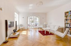 Luxury 4 bedroom apartments for sale in Bavaria. Apartment with a loggia, in a renovated residence with a garage, in Solln district, Munich, Germany