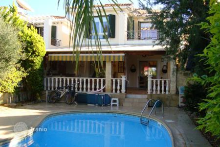 Houses with pools for sale in Emba. Three Bedroom Detached House in Emba