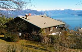 Houses with pools for sale in Piedmont. Stresa. Hilly position. 4-bedroom lake-view villa on Lake Maggiore.