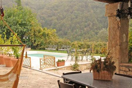 Villas and houses for rent with swimming pools in Veneto. Villa Giurati