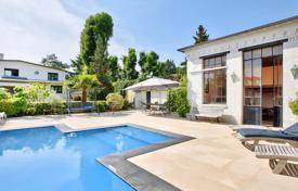 5 bedroom houses for sale in Ile-de-France. Le Vésinet. A superb near 300 m² property.