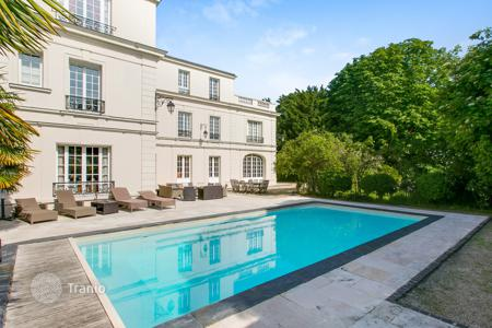 Luxury 6 bedroom houses for sale in Ile-de-France. Saint-Cloud – A magnificent 560 m² Hotel Particulier in 1,950 m² of grounds with a swimming pool