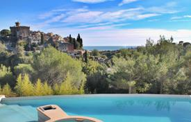 Luxury houses for sale in Cagnes-sur-Mer. Close to Saint-Paul de Vence — Wonderful sea and village view