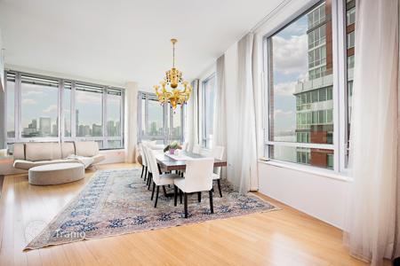 Apartments for rent with swimming pools in Manhattan. River Terrace