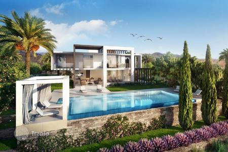 Luxury houses with pools for sale in Andalusia. Villa for sale in Santa Clara, Marbella East