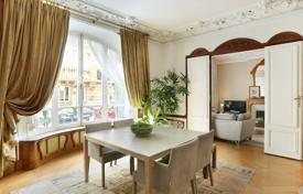 3 bedroom apartments for sale in Paris. Paris 10th District – A near 140 m² apartment in a remarkable Art Deco building