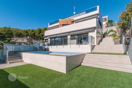 Luxury 5 bedroom houses for sale in Castelldefels. Villa – Castelldefels, Catalonia, Spain