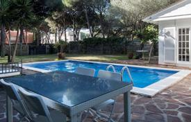 3 bedroom houses for sale in Castelldefels. Villa with a tropical garden and a swimming pool in Castelldefels, a suburb of Barcelona