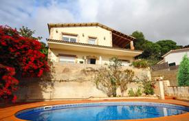 3 bedroom houses for sale in Catalonia. Villa – Lloret de Mar, Catalonia, Spain