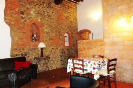 2 bedroom apartments for sale in Florence. Luminous apartment in a historic building, Florence, Italy. High rental potential!