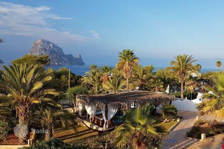 Coastal hotels for sale in Southern Europe. Hotel – Balearic Islands, Spain