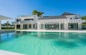 Luxury 5 bedroom houses for sale in Marbella. Luxury villa close to the beach and Golf Course