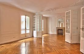 PARIS 6 — FIVE-BEDROOM APARTMENT for 5,800 € per week
