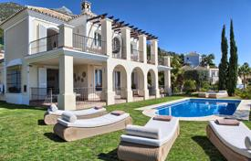 Houses with pools for sale in Istán. GRAND VILLA ISTAN SEA VIEWS MARBELLA