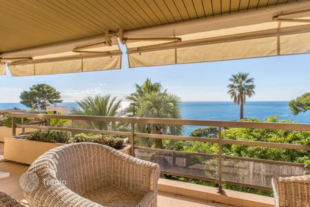 2 bedroom apartments by the sea for sale in Cap d'Ail. Superb 2 bedrooms with terrace and sea view in Cap-d'Ail