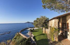 Luxury property for sale in Saint-Raphaël. Comfortable villa on the first line from the sea, with a private garden, a swimming pool, a helipad and a boat dock, Agay, France