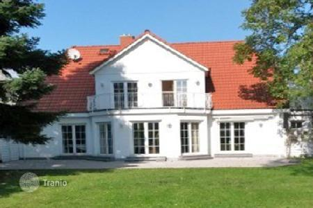 Houses for sale in Schwalbach am Taunus. Villa - Schwalbach am Taunus, Saar, Germany