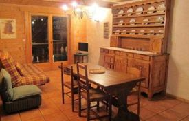 Chalets for rent in Les Gets. Comfortable chalet with 6 bedrooms, a ski room and parking, in the center of Les Gets, France