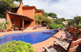 4 bedroom villas and houses by the sea to rent in Costa Brava. Detached house – Lloret de Mar, Catalonia, Spain