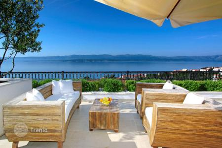 3 bedroom apartments by the sea for sale in Croatia. Penthouse with panoramic views of the sea on the island of Brac at a reduced price