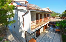Coastal property for sale in Brela. Spacious cottage with two terraces, an attic and sea views, near the beach, Brela, Splitsko-Dalmatia County, Croatia