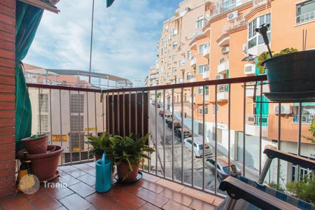 Cheap 3 bedroom apartments for sale in Catalonia. Three-bedrooms flat with balcony