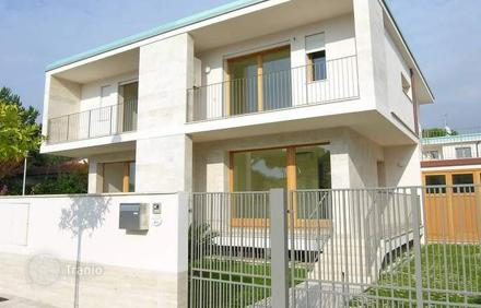 Real estate loans in Camaiore