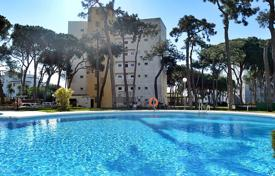 1 bedroom apartments for sale in Costa del Sol. Comfortable apartment with a terrace and a sea view in a residential complex with swimming pools, a garden and a parking, Calahonda, Spain