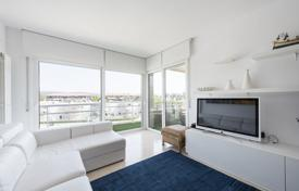 Coastal penthouses for sale in Spain. Two-level penthouse with a terrace and a view to the port, in a residence with a pool, 500 meters from the beach, Castell Platja d'Aro