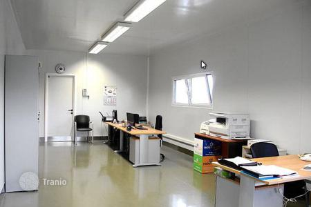 Manufacturing facilities for sale in Catalonia. Meat processing plant in Barcelona province with a 8% yield