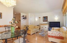 Residential for sale in Majorca (Mallorca). Comfortable apartment with a terrace, a garden and a sea view, 70 meters from the beach, Cas Català, Mallorca, Spain