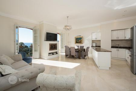 Apartments for sale in Cannes. Prestigious apartment with panoramic view at Mediterranean sea in premium residence with garden, Cannes, France
