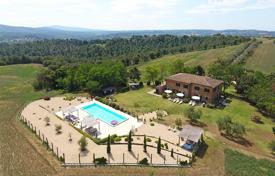 Houses for sale in Umbria. Prestigious farmhouse for sale in Umbria