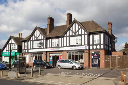 Retail property for sale in London. Supermarket in London with a 6,5% yield