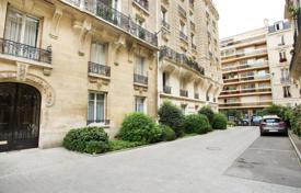 3 bedroom apartments for sale in Paris. Paris 16th District – A peaceful and charming 4-room apartment