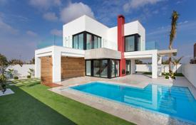 Modern 4 bedroom villas with private pool 200 meters from the sea in Los Alcázares for 635,000 €