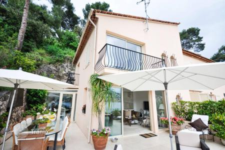 3 bedroom apartments for sale in Saint-Jean-Cap-Ferrat. On the sea front, at walking distance from the beach…